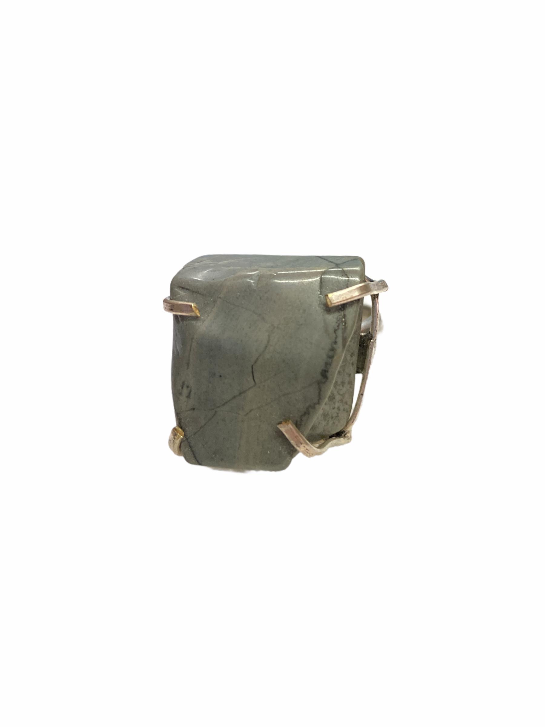 Δαχτυλίδι Χειροποίητο Με Ακατέργαστο Ίασπι Σε Χρώμα Ασημί